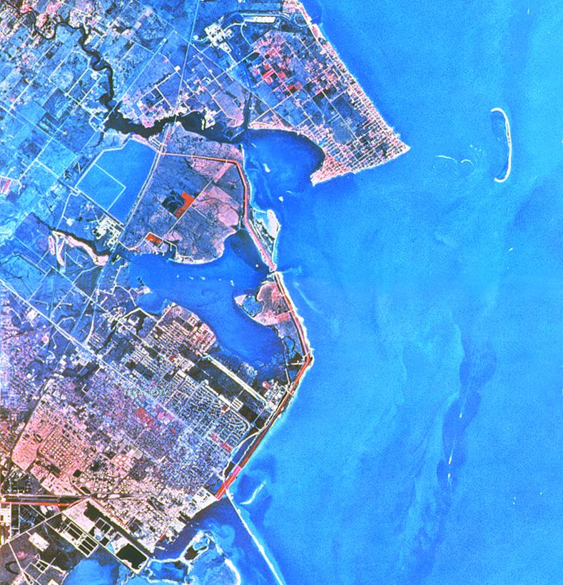 Image{width=789, height=820, url='https://cdn2.hubspot.net/hubfs/5834572/images/Galleries/Aerial%20Shots/Blue_Water_aerial_789x820.jpg'}